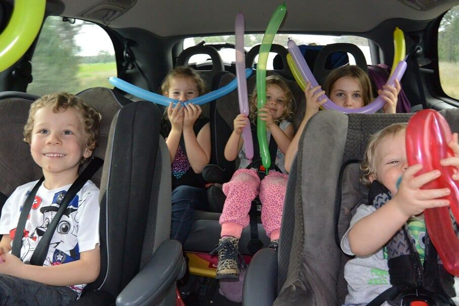 How to entertain kids on road trips