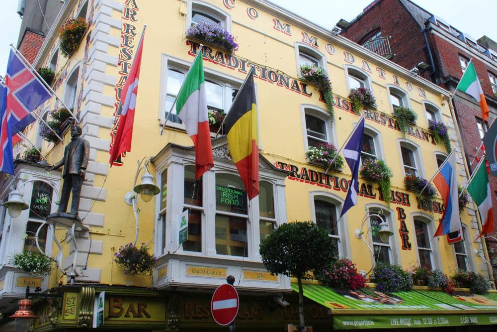 Temple bar district. Locals guide to Dublin things to eat and do in a weekend.