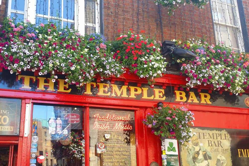 temple bar, best food and drinks in Dublin.