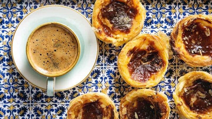 What to eat in Portugal (15 Delicious Portuguese traditional foods)